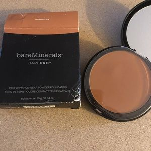 BARE PRO FOUNDATION PRESSED POWDER: NUTMEG